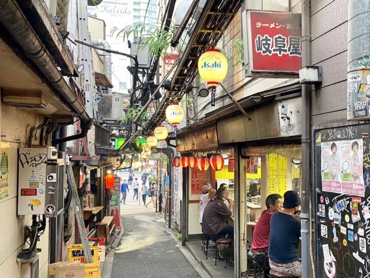 新宿「岐阜屋」 ディープな横丁でひときわ目立つ飲み屋系町中華